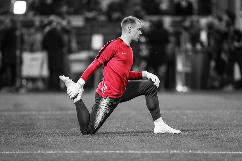 Barcelona goalkeeper stretching dynamic stretching